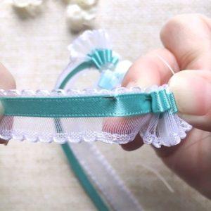 リボンレイを縫っている手元画像☆使っている針は…